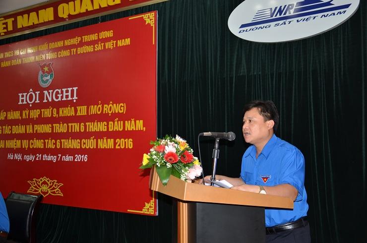 Đồng chí Dương Văn Thư báo cáo kết quả hoạt động 6 tháng đầu năm tại hội nghị